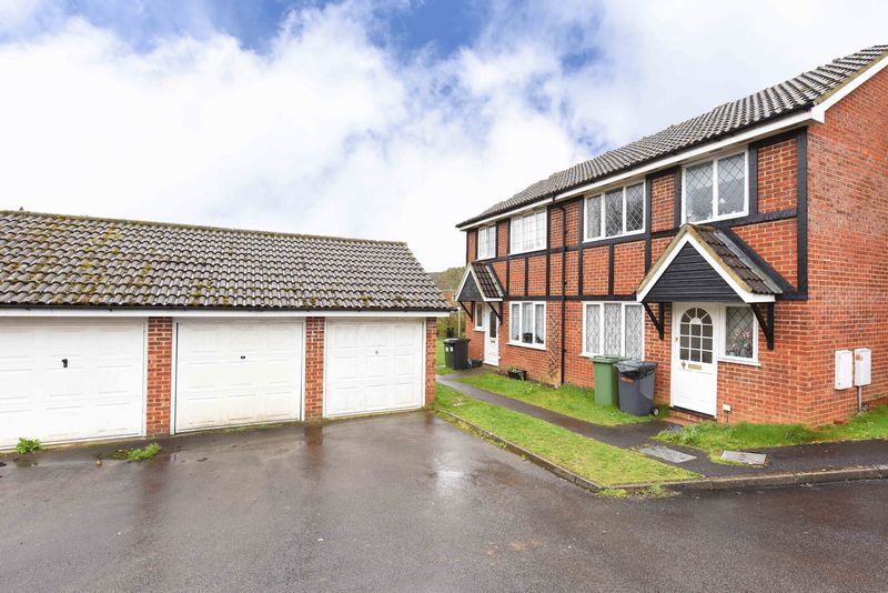 3 Bedrooms House for sale in Warblington Close, Tadley