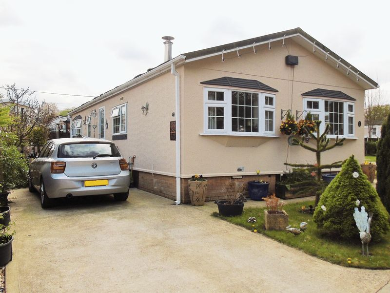 2 Bedrooms Property for sale in Ravenswing Park, Reading
