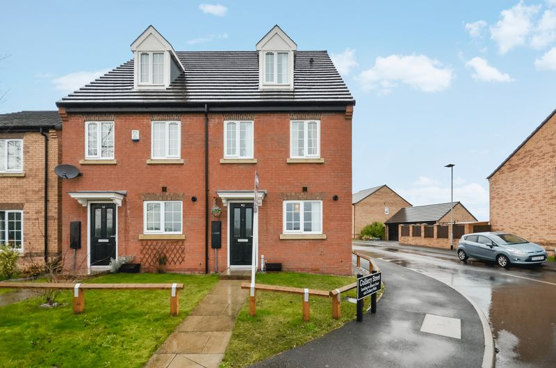3 Bedrooms Semi Detached House for sale in 40 High Street, New Sharlston, Wakefield, WF4 1BE