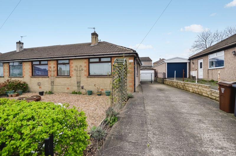 3 Bedrooms Semi Detached Bungalow for sale in 15 Flockton Crescent, Bradford, BD4 7LG