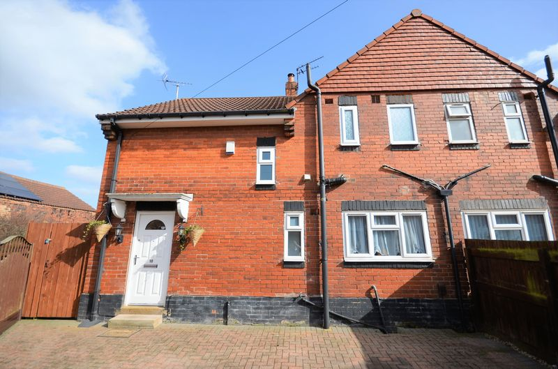 3 Bedrooms Semi Detached House for sale in 18 Oakwell Close, Drighlington, Bradford, BD11 1DT