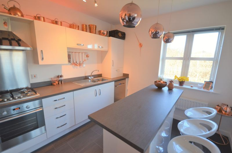 2 Bedrooms Flat for sale in Flat 12, Shipton Court, Scampston Drive, Wakefield, WF3 2FP
