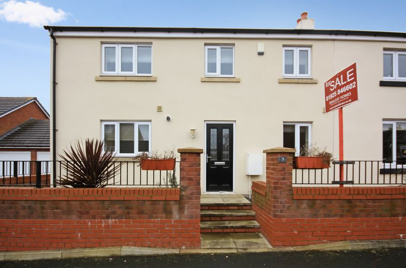 3 Bedrooms Semi Detached House for sale in 9 Smethurst Farm Mews, Wigan, WN5 8DT