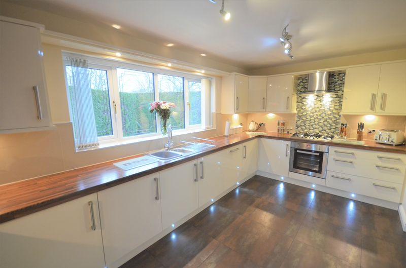 3 Bedrooms Detached House for sale in 9 Graftdyke Close, Rossington, Doncaster, DN11 0XL