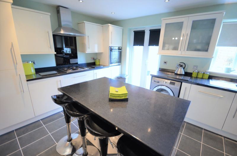 4 Bedrooms Semi Detached House for sale in 63 North Baileygate, Pontefract, WF8 2JG