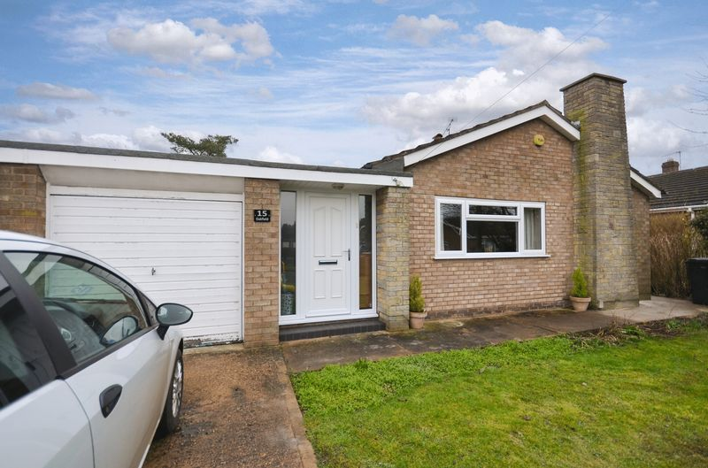 3 Bedrooms Detached Bungalow for sale in 15 Oakfield, Saxilby, Lincoln, LN1 2QW