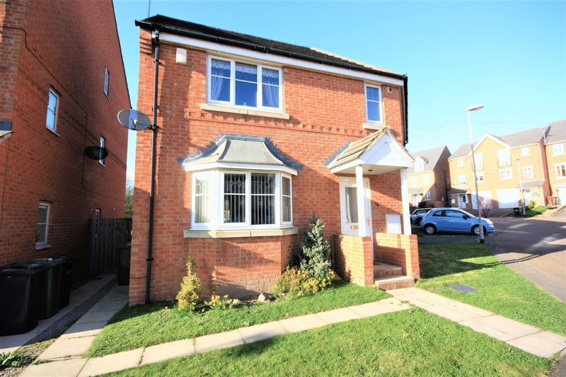 3 Bedrooms Detached House for sale in 31 Digpal Road, Churwell, Leeds, LS27 7GE