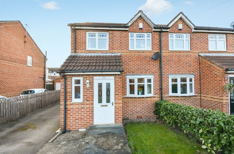 3 Bedrooms Semi Detached House for sale in 2a Carr Lane, Castleford, WF10 4PJ
