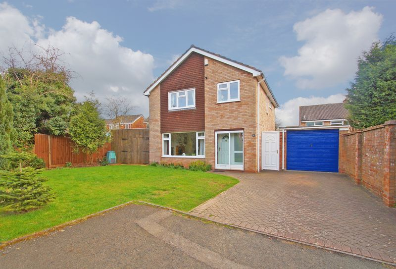 4 Bedrooms Detached House for sale in Croft Close, Redditch