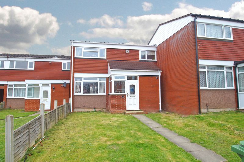 3 Bedrooms Terraced House for sale in Chedworth Close, Church Hill. Redditch