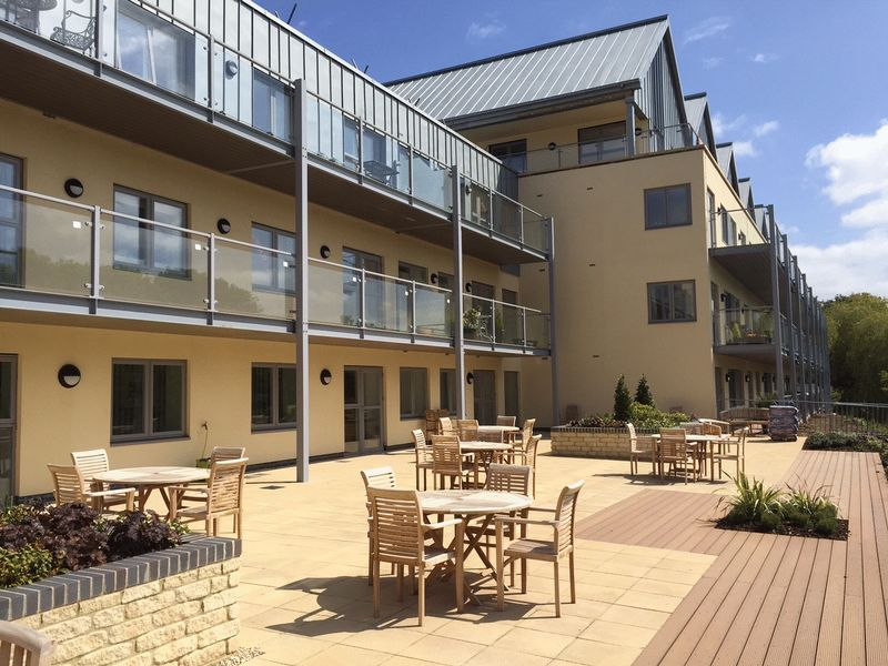2 Bedrooms Flat for sale in Bowles Court : ** TWO BEDROOMS & GROUND FLOOR ** McCarthy & Stone Assisted Living