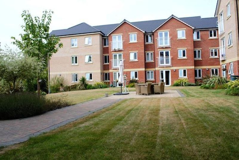 2 Bedrooms Flat for sale in Booth Court: ** NO CHAIN - JULIET BALCONY FROM LOUNGE**