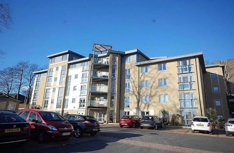 1 Bedroom Flat for sale in Trinity Court : ** JULIET BALCONY WITH STUNNING VIEWS OF GARDENS **