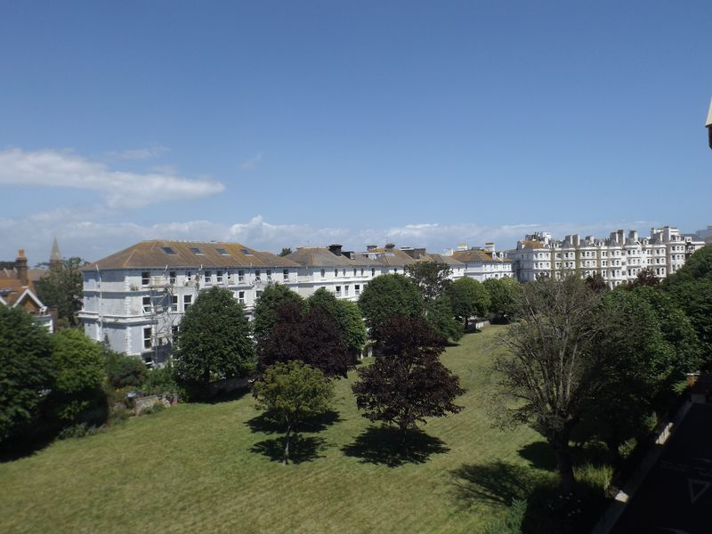1 Bedroom Flat for sale in Martello Court: TWO PRIVATE BALCONIES - INCLUDES CARPETS & LIGHT FITTINGS