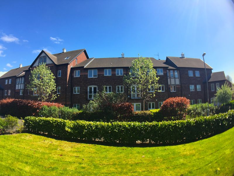 1 Bedroom Flat for sale in Beatty Court: **NO CHAIN-INCLUDES CARPETS, CURTAINS/BLINDS & LIGHT FITTINGS