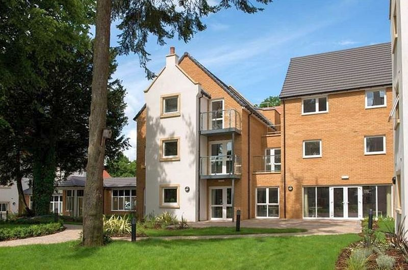 1 Bedroom Flat for sale in Wardington Court: IMMACULATE CONDITION- TAILOURED CARE PACKAGES AVAILABLE **