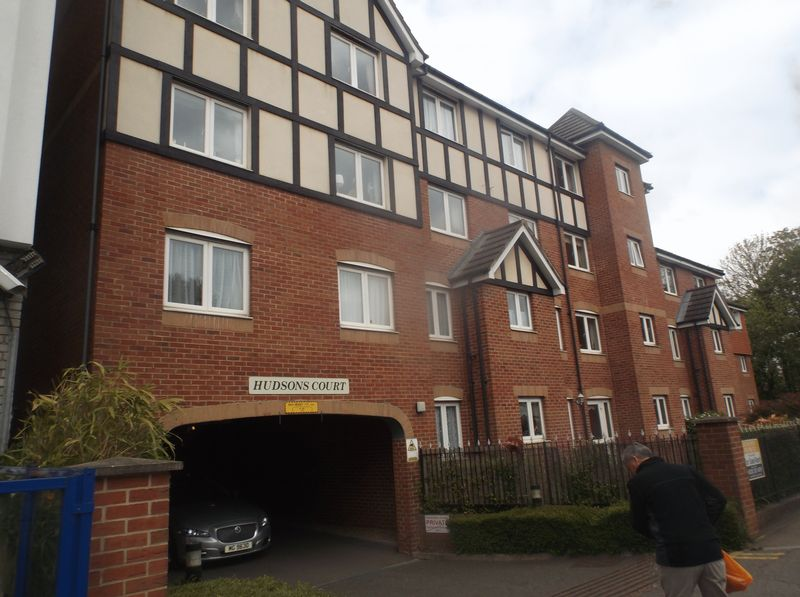 2 Bedrooms Flat for sale in Hudsons Court: TWO BEDROOM- 2 BATHROOM & CHAIN FREE