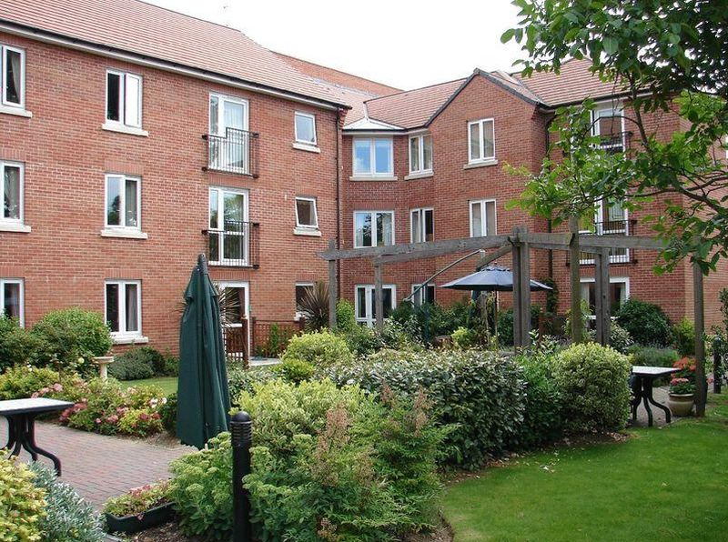 1 Bedroom Flat for sale in Byron Court: **NEWLY DECORATED** TAILORED CARE PACKAGES AVAILABLE