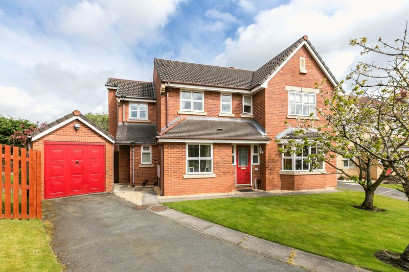 5 Bedrooms Detached House for sale in Water Drive, Standish, WN6 0EH