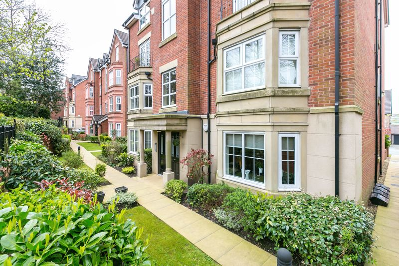 2 Bedrooms Flat for sale in Apartment 2, 247 Wigan Road, Standish, WN1 2RF