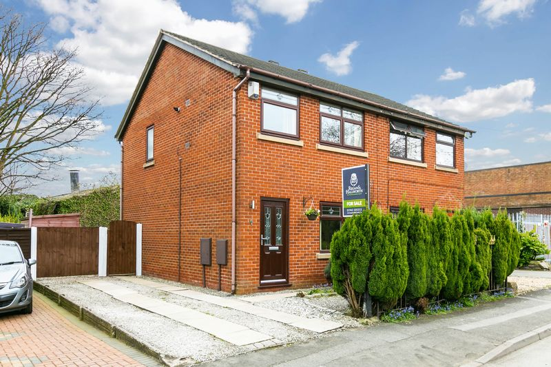 3 Bedrooms Semi Detached House for sale in Quakers Place, Standish, WN6 0TQ