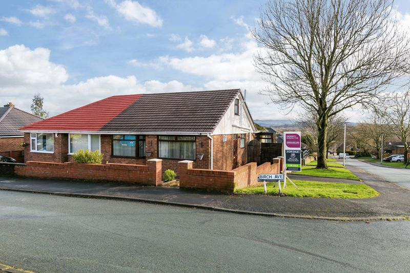 3 Bedrooms Semi Detached Bungalow for sale in Birch Avenue, Standish, WN6 0EF