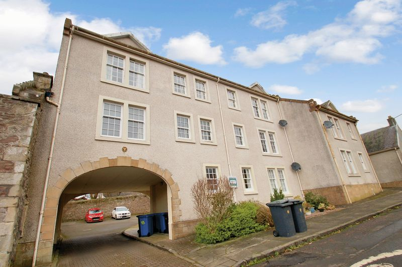 2 Bedrooms Flat for sale in Broomgate Court, Lanark