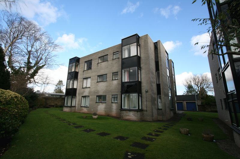 2 Bedrooms Flat for sale in Ely Road, Cardiff