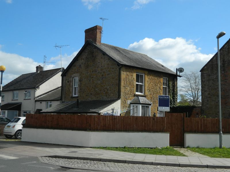 3 Bedrooms Semi Detached House for sale in Ditton Street , Ilminster