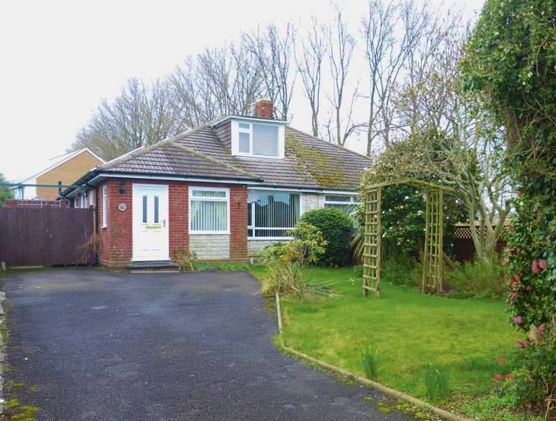 3 Bedrooms Semi Detached Bungalow for sale in Eliotts Drive, Yeovil