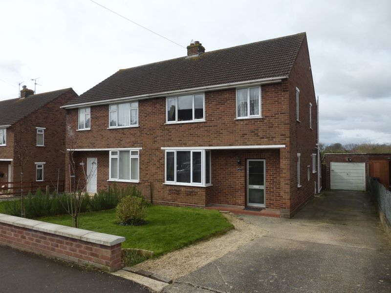 3 Bedrooms Semi Detached House for sale in Combe Park, Yeovil