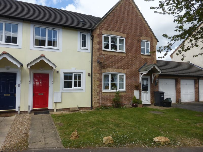 2 Bedrooms Terraced House for sale in Glastonbury Court, Yeovil