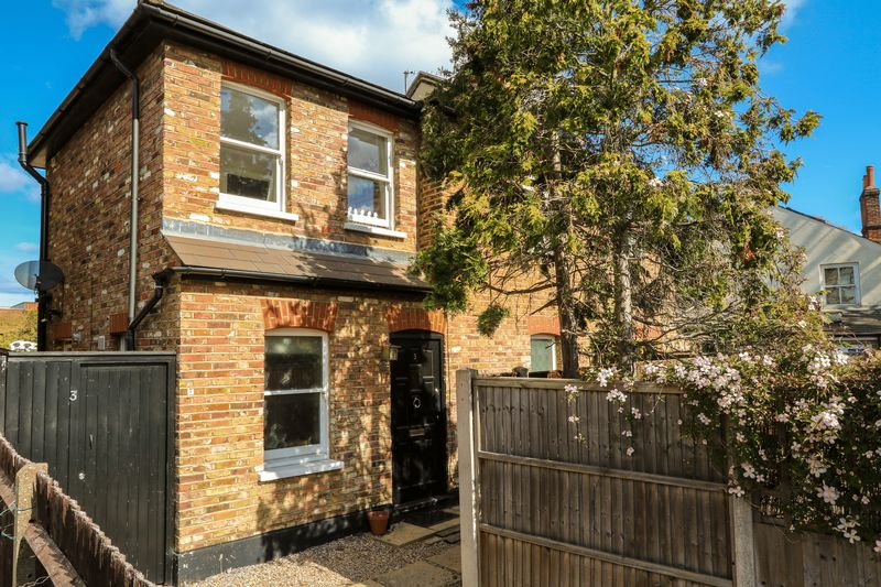 3 Bedrooms Semi Detached House for sale in Balaclava Road, Surbiton