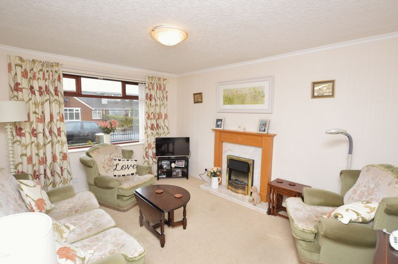 2 Bedrooms Semi Detached Bungalow for sale in Beechfield Road, Rochdale