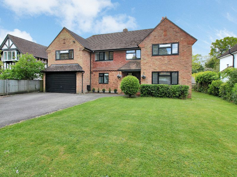 5 Bedrooms Detached House for sale in Limes Avenue, Horley, Surrey