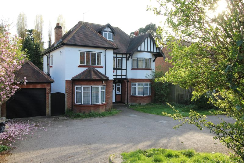 5 Bedrooms Detached House for sale in Croham Road, South Croydon
