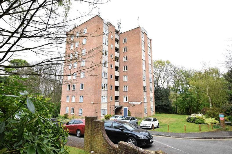 2 Bedrooms Flat for sale in Boarley Court , Maidstone