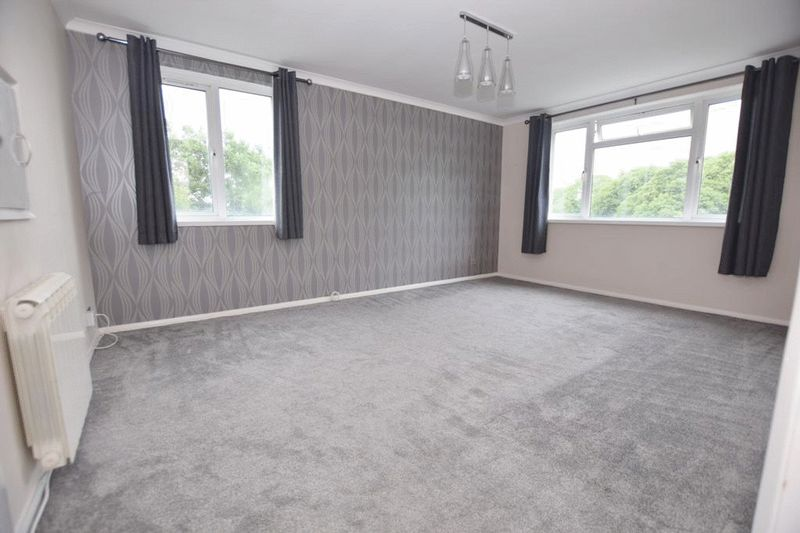 2 Bedrooms Flat for sale in Boarley Lane, Maidstone