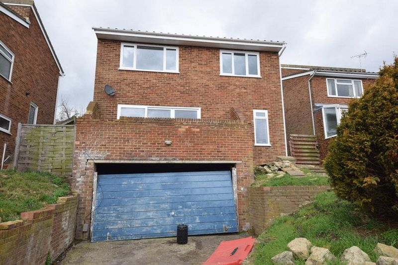 4 Bedrooms Detached House for sale in Foley Park Maidstone