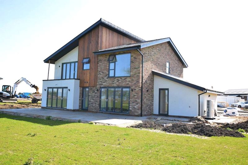 5 Bedrooms Detached House for sale in 5 Ace High Close, Maidstone