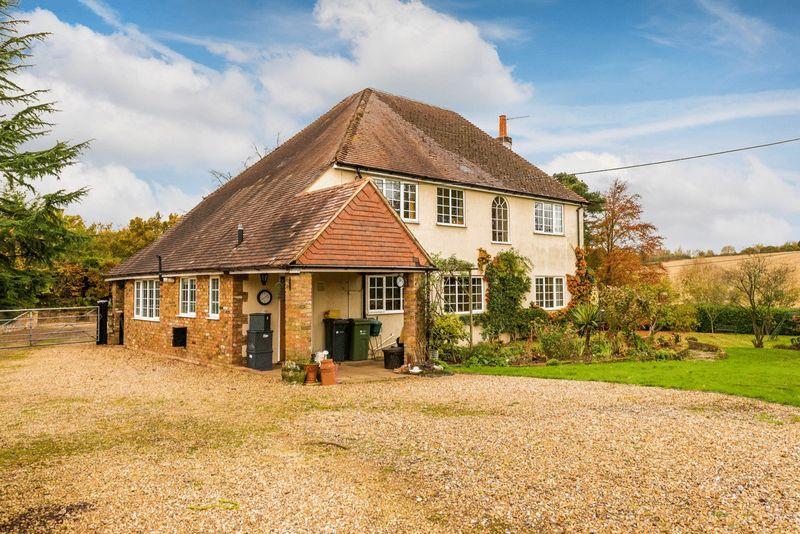 3 Bedrooms Detached House for sale in Seale Lane, Farnham