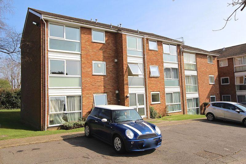 2 Bedrooms Flat for sale in Fairview Gardens, Farnham