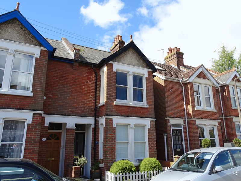 3 Bedrooms Semi Detached House for sale in Russell Road, Salisbury