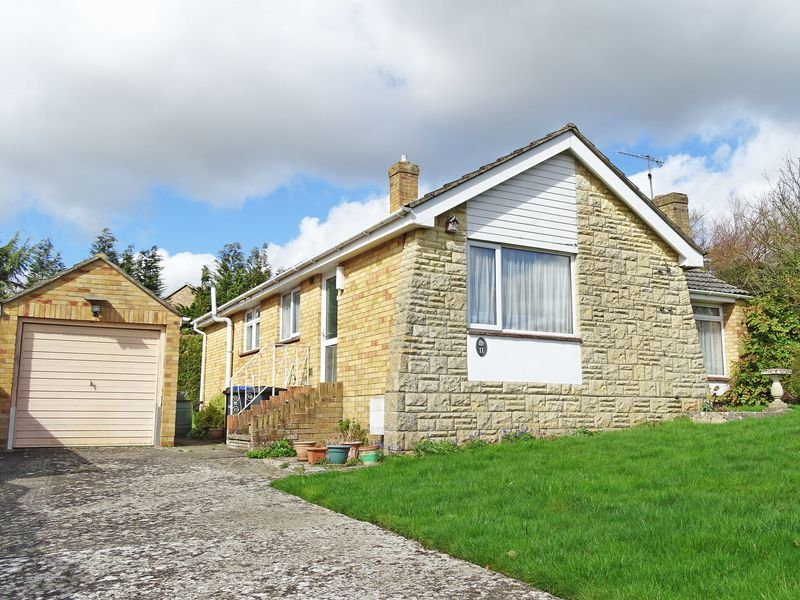 3 Bedrooms Detached Bungalow for sale in Malvern Way, Porton