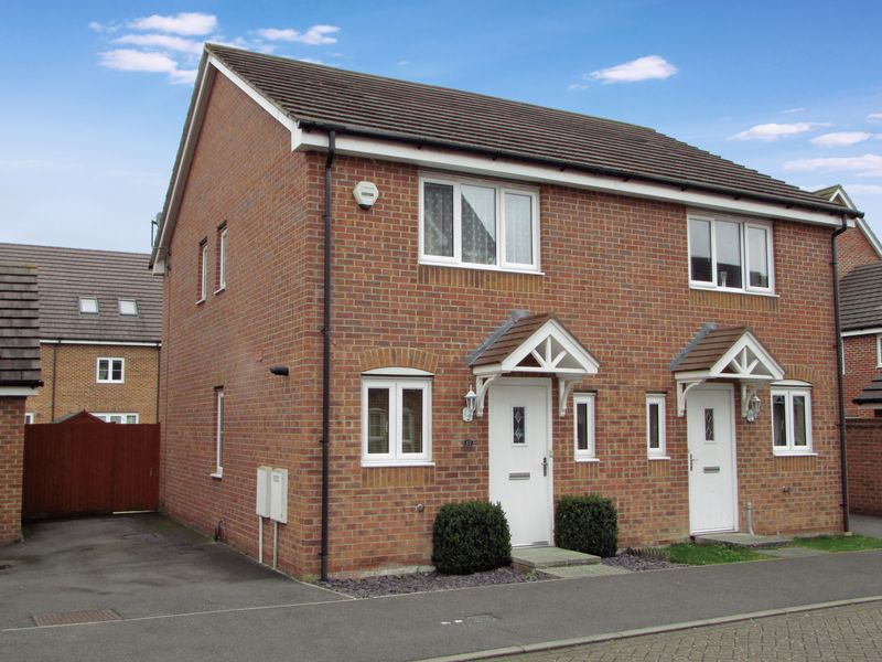 2 Bedrooms Semi Detached House for sale in Kennet Heath, Thatcham
