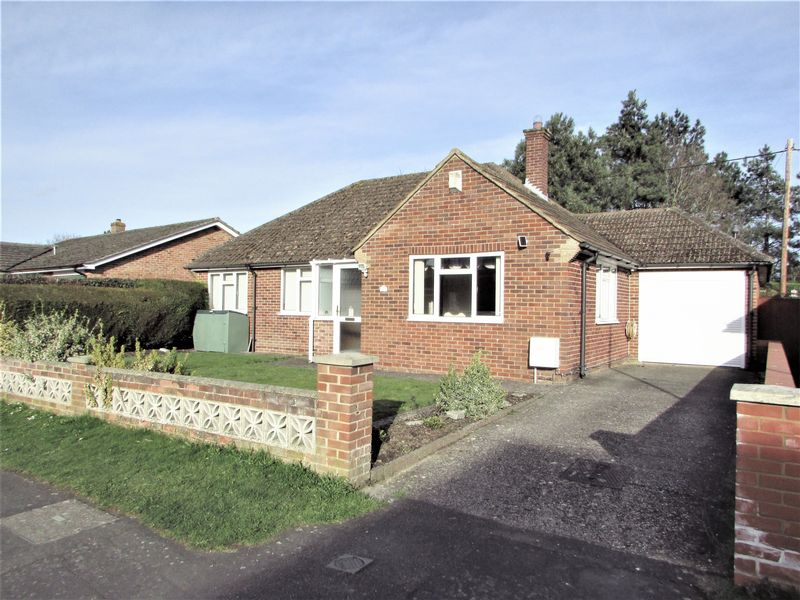3 Bedrooms Detached Bungalow for sale in Beverley Close, Thatcham