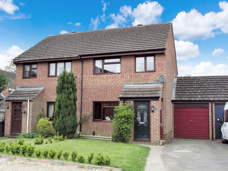 3 Bedrooms Semi Detached House for sale in Billington Way, Thatcham