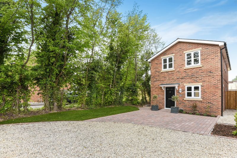 4 Bedrooms Detached House for sale in Bay Tree House, Kennet Close, Thatcham