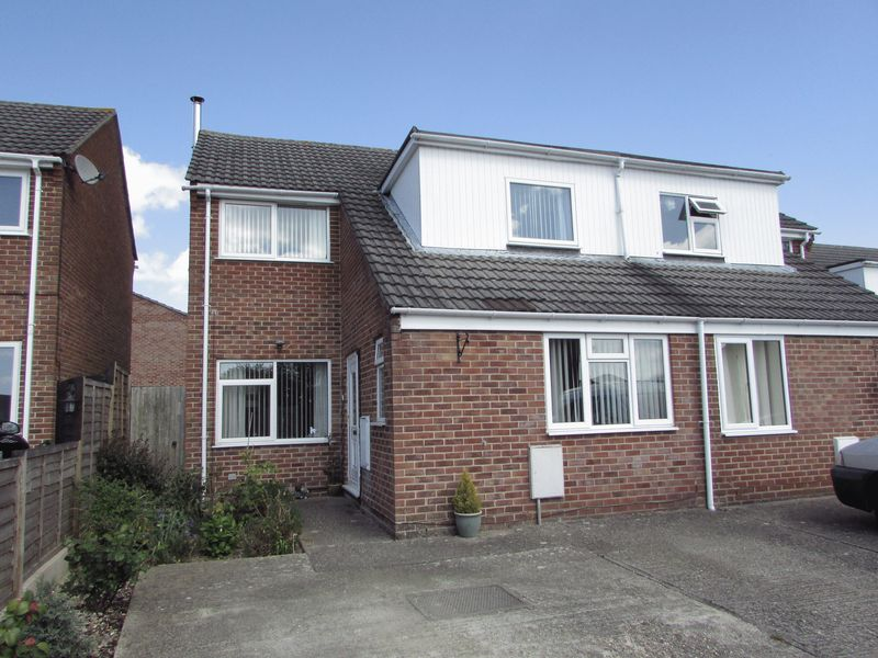 3 Bedrooms Semi Detached House for sale in Chesterton Road, Thatcham