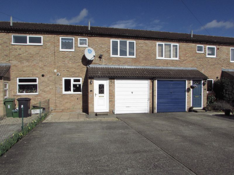 3 Bedrooms Terraced House for sale in Rydal Drive, Thatcham